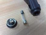 USB автоадаптер NoName (изъятие предохранителя)